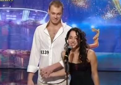 دوور لە سیاسەت ، نمایشی دانسی کچ و کورێکی ئۆکراینی .